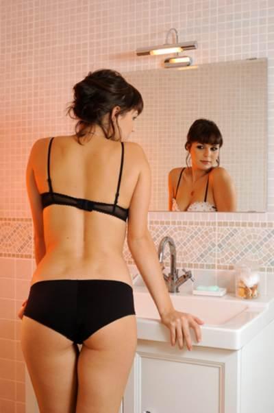 mujer-frente-al-espejo